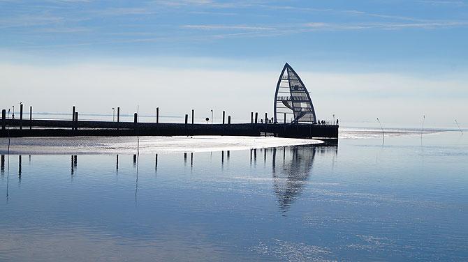 Das Segel an der Hafeneinfahrt Juist