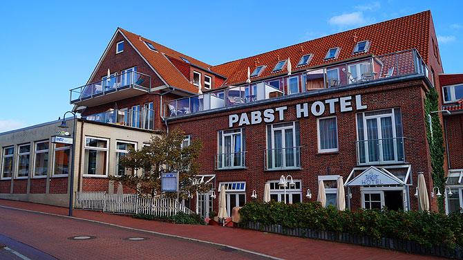 So sieht das Hotel Pabst Juist von außen aus