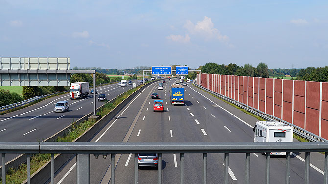 Begleiter auf dem Radweg: Autobahn A1 und A61