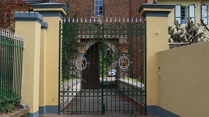 Die Initialen S und E weisen auf den Besitzer von Burg Lechenich hin.