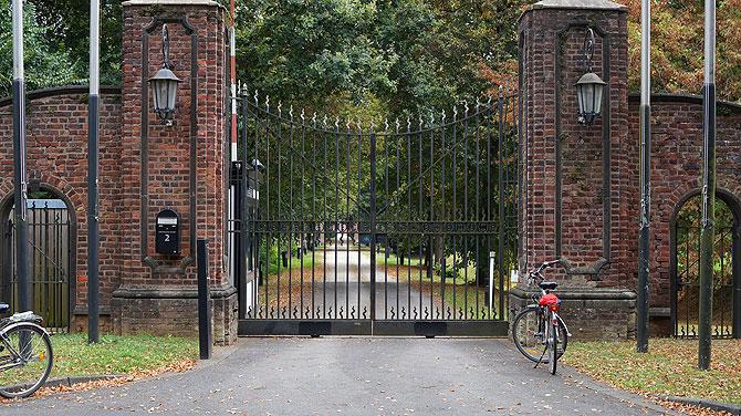 Leider sind die Tore von Schloss Gymnich zu.