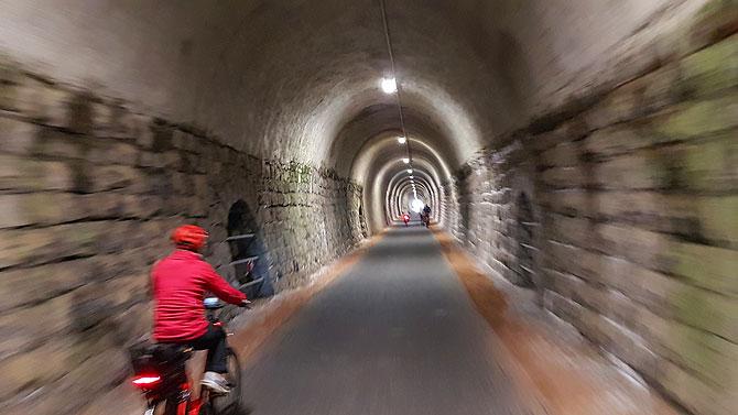 Auf der ehemalige Bahntrasse sind nur noch Radler und sonstige Zweiräder erlaubt