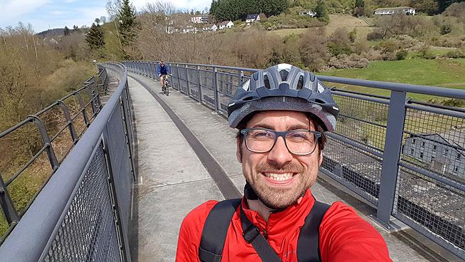 Ich auf dem Dauner Viadukt, dem Wahrzeichen der Stadt