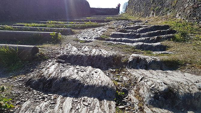 Die alten Stufen halten besser als die neuen