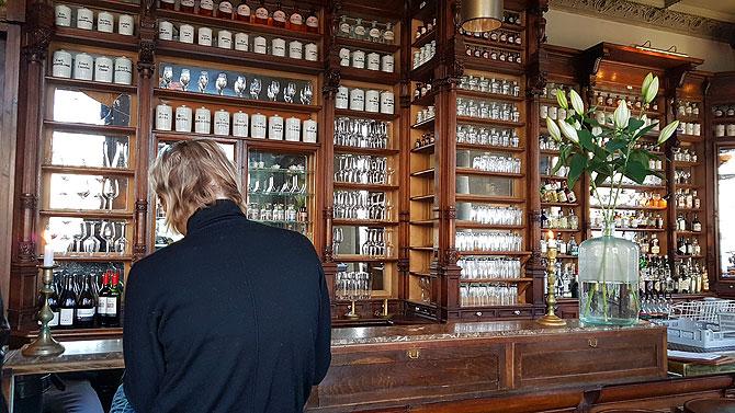 Das Cafe Ora ist eine Brasserie am Oranienplatz und eine ehemalige Apotheke