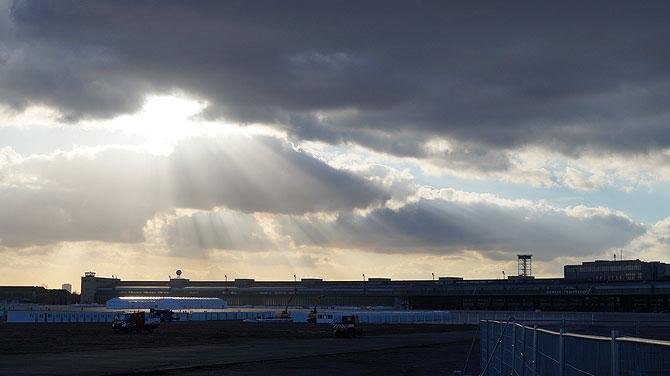 Sonnenuntergang am Flughafen Tempelhof Berlin