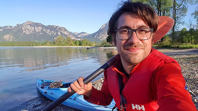 Ich mit Paddel vor Boot