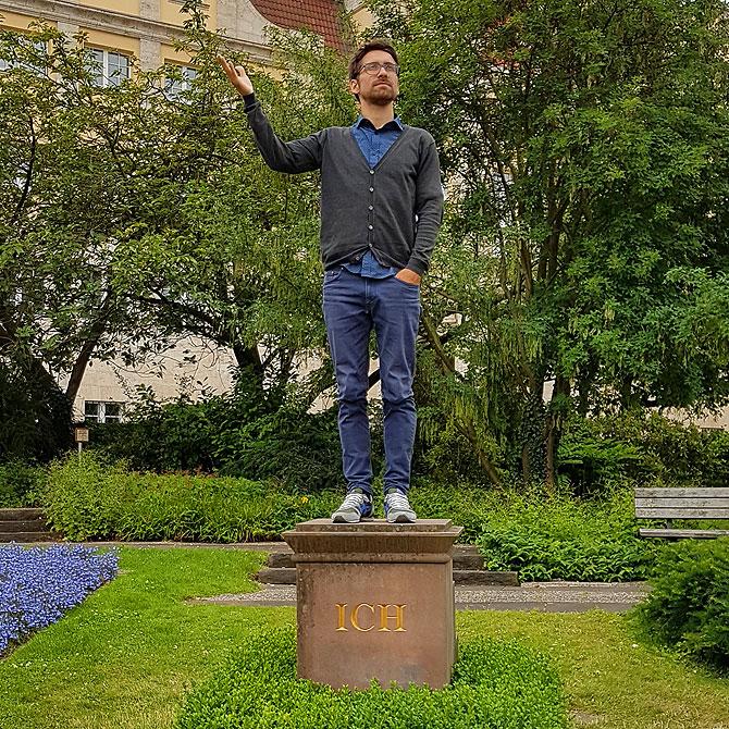 Ich auf dem Ich-Denkmal