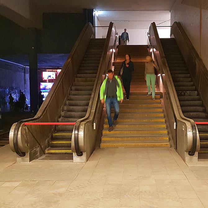 Rolltreppen im stillgelegten Bahnhof