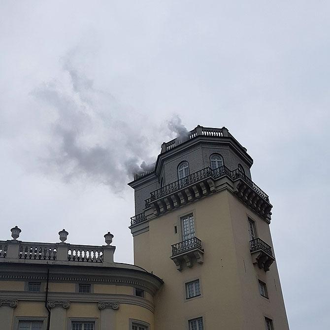 Der rauchende Zwehrenturm in Kassel zur documenta