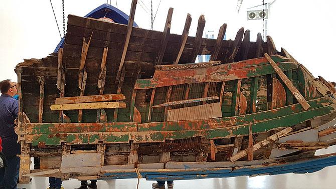 Echtes Flüchtlingsboot in der documenta-Halle