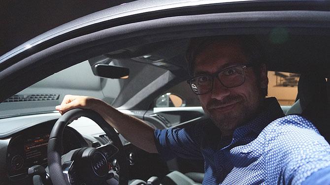 Ich in einem Audi in der Autostadt Wolfsburg