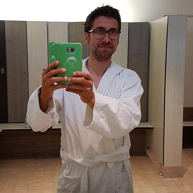 Ich im Bademantel, bereit für das Inselbad Spiekeroog