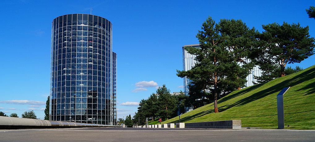 Der Autoturm ist das Wahrzeichen der Autostadt Wolfsburg.