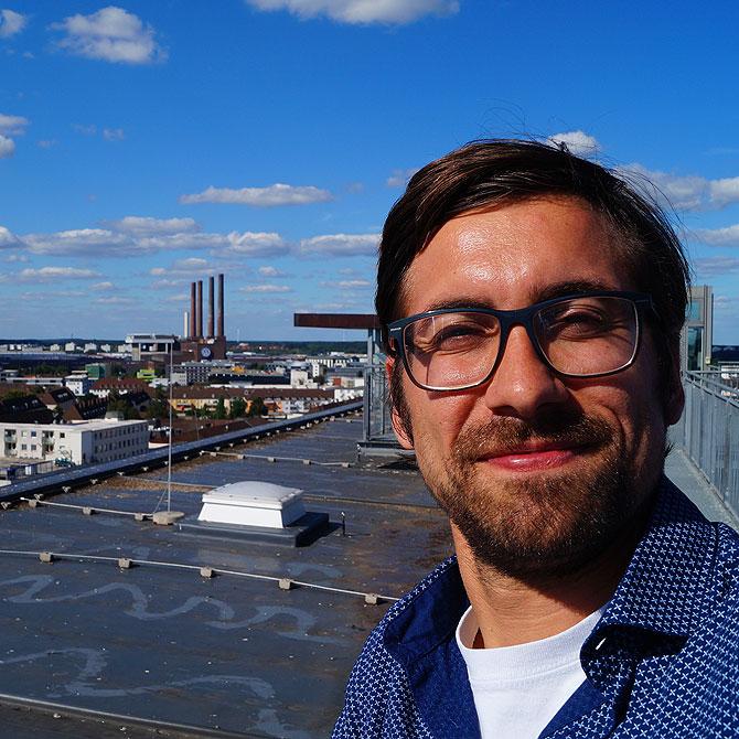 Ich steige Wolfsburg aufs Rathausdach.