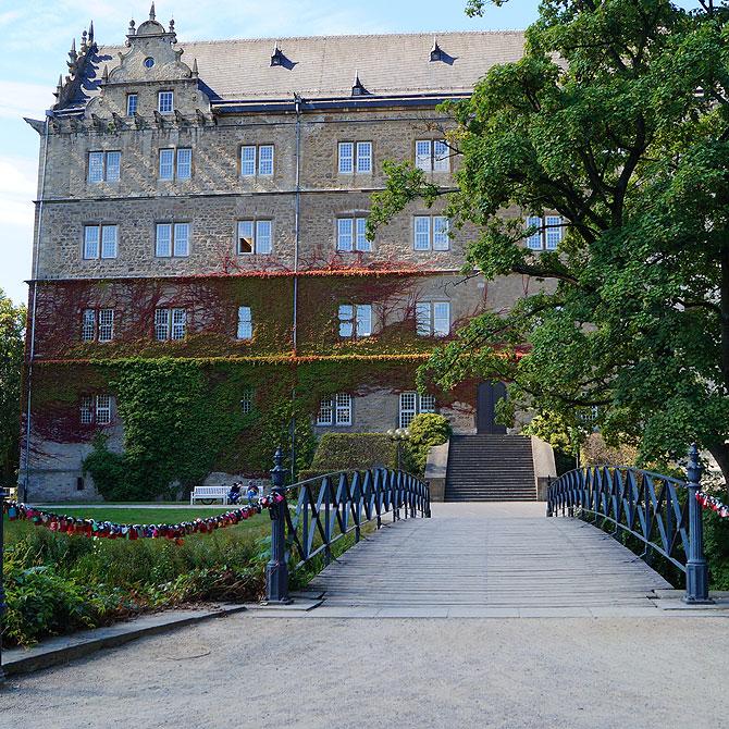 Das Wolfsburger Schloss ist eigentlich eine Wasserburg.