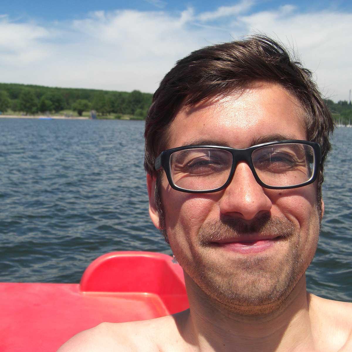 Ich fahre Tretboot auf dem Bostalsee.
