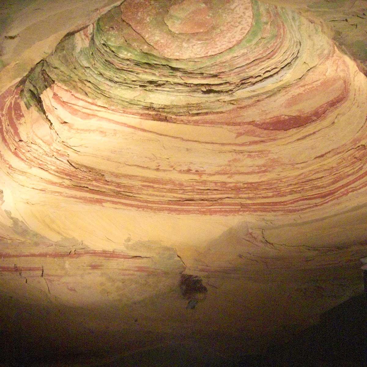 Kuppelsaal mit Buntsandstein in der Schlossberghöhle in Homburg