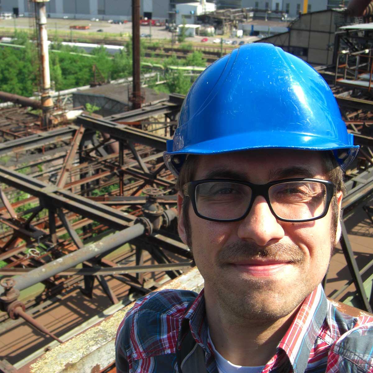 Ich mit Helm oben auf der Völklinger Hütte
