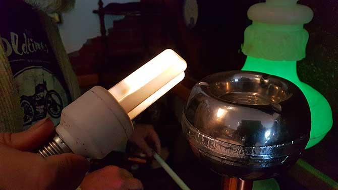 Tesla-Spule, die Energie erzeugt.