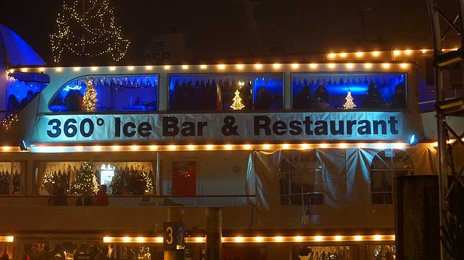360 Panorama Eisbar auf dem Konstanzer Weihnachtsmarkt
