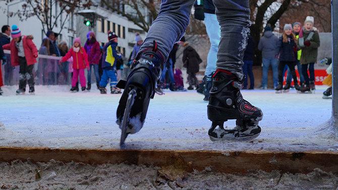 Eisbahn auf dem Weihnachtsmarkt Reutlingen