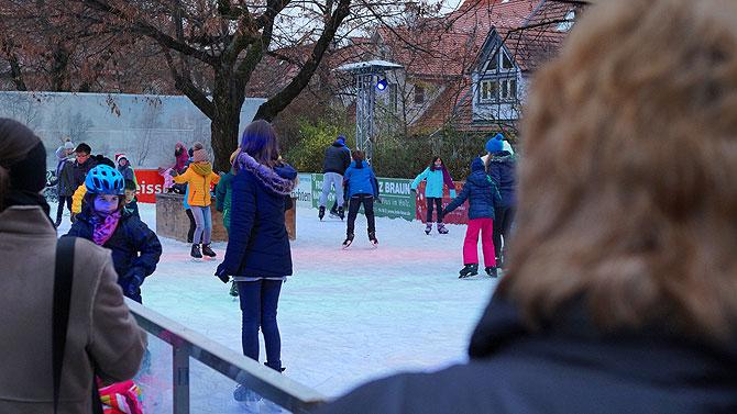Eisbahn auf dem Reutlinger Weihnachtsmarkt