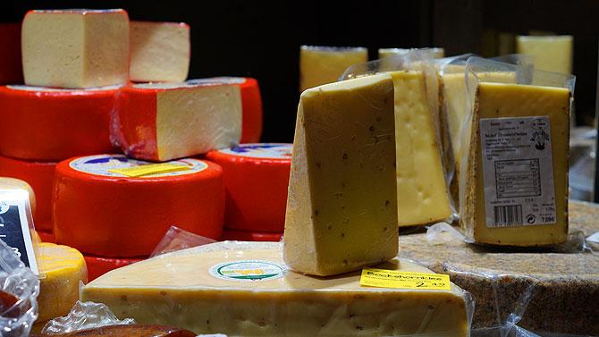 Käse und noch mehr Käse auf dem Weihnachtsmarkt