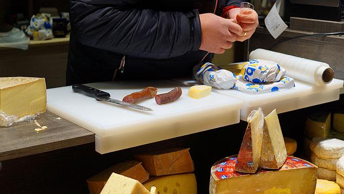Beim Käsbär gibt es auch Wurst und Salami