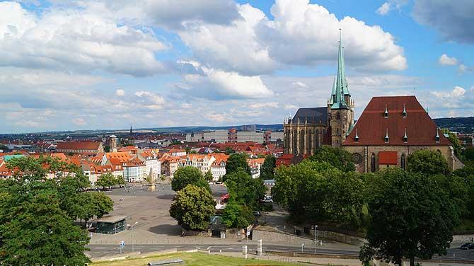 Blick vom Petersberg auf den Dom und Domplatz in Erfurt