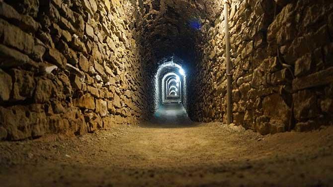 Die unterirdischen Gänge der Festung Petersberg