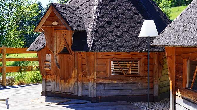 Schwitzhütte im Wellnessbereich