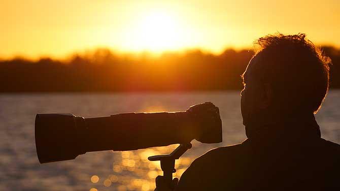 Fotograf im Indian Summer der Mecklenburgischen Seenplatte
