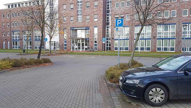 Parken am Landratsamt in Waren