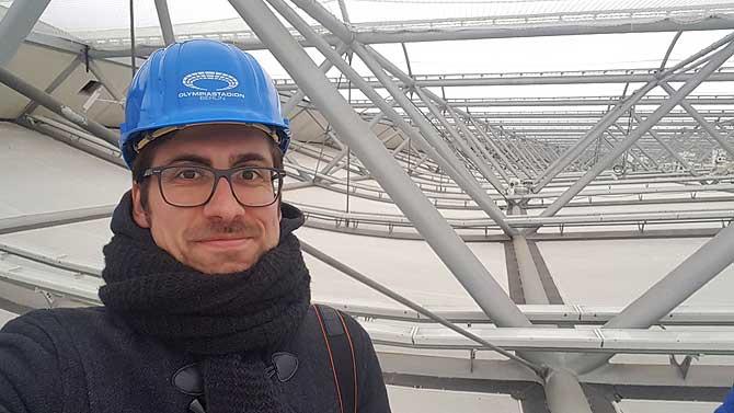 Ich unterm Dach des Olympiastadions