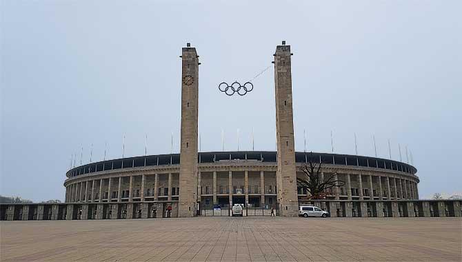 Berliner Olympiastadion von aussen