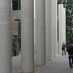 Straße der Menschenrechte, Säulen