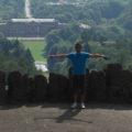 Ich am Herkules mit Blick runter auf Schloss Wilhelmshöhe in Kassel