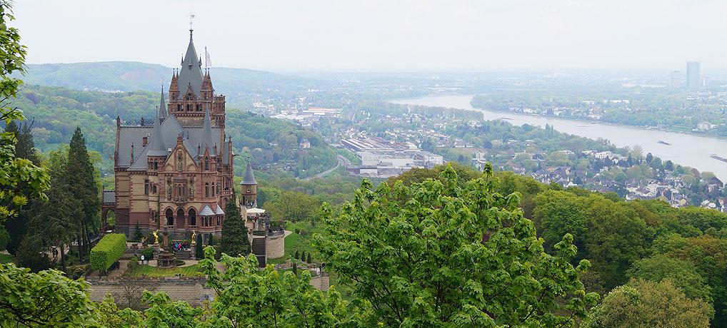 Panorama von Schloss Drachenburg über Königswinter