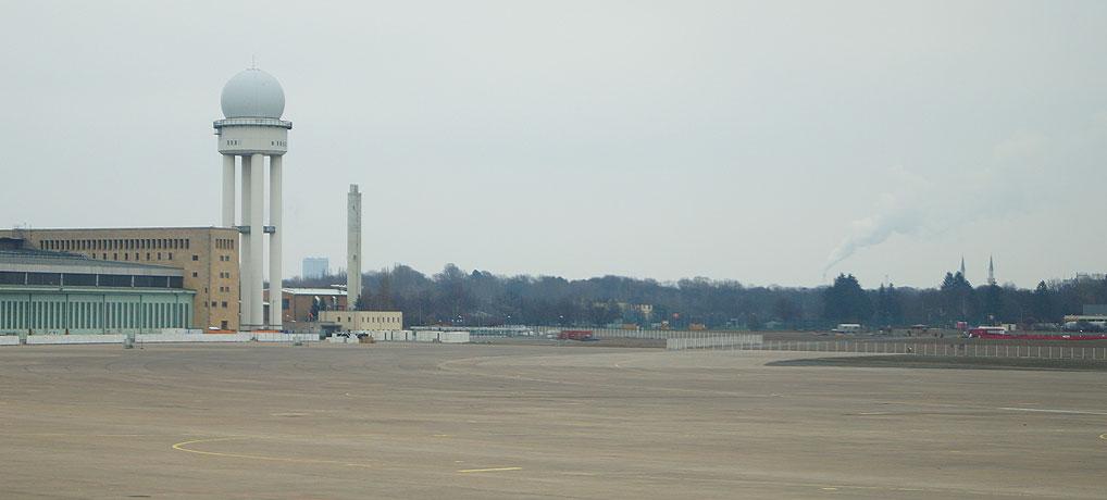Eine Flughafen Tempelhof Führung ist ein Muss.