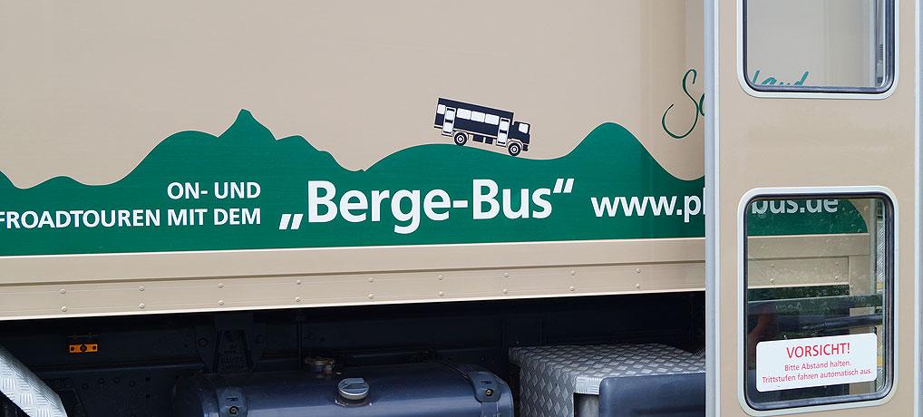Der Bergebus alias Plus Bus fährt im Sauerland umher.