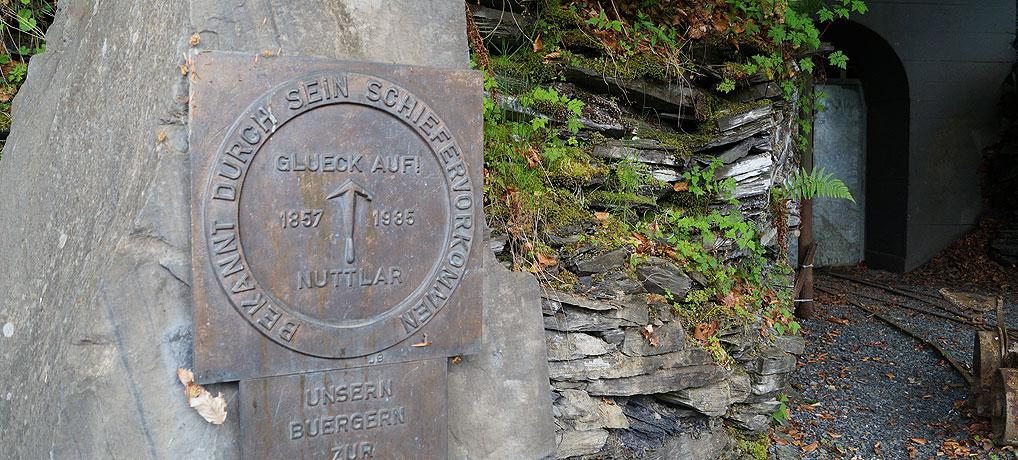 Das Schieferbergwerk befindet sich in Nuttlar im Sauerland.