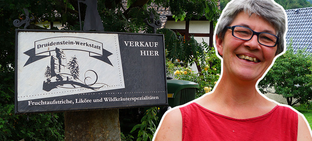 Antje Pabst führt ihre Druidenstein-Werkstatt in Probstzella im Thüringer Schiefergebirge