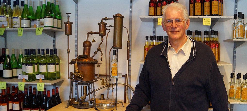 Herbert Mayer brennt als Schnapsbrenner von Eichstätt gerne Schnaps.