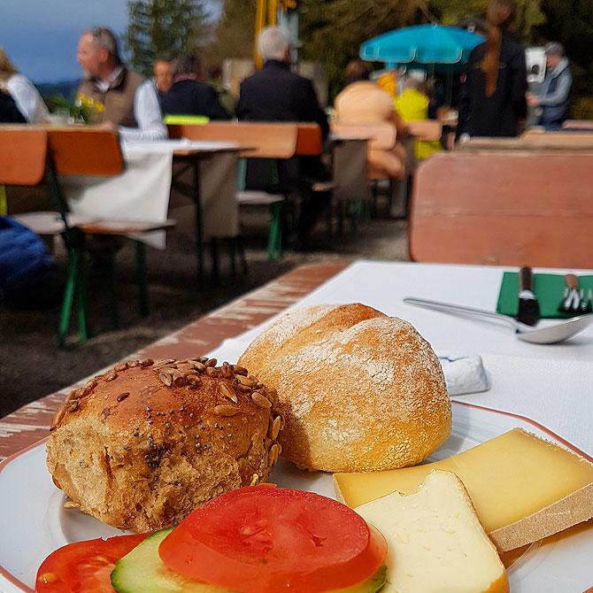 Frühstück mit Bergpanorama