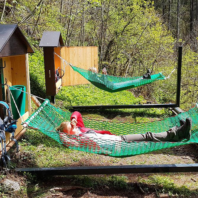 Völlige Ruhe und Entspannung in den Waldhängematten