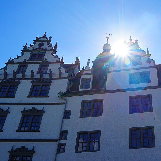 Schloss Wolfsburg strahlt für alle Sehenswürdigkeiten in Wolfsburg.