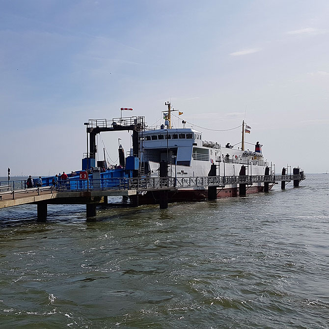 So sieht eine Fähre von Emden nach Borkum aus