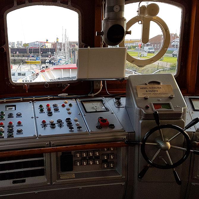 Brücke auf dem Museumschiff Borkumriff
