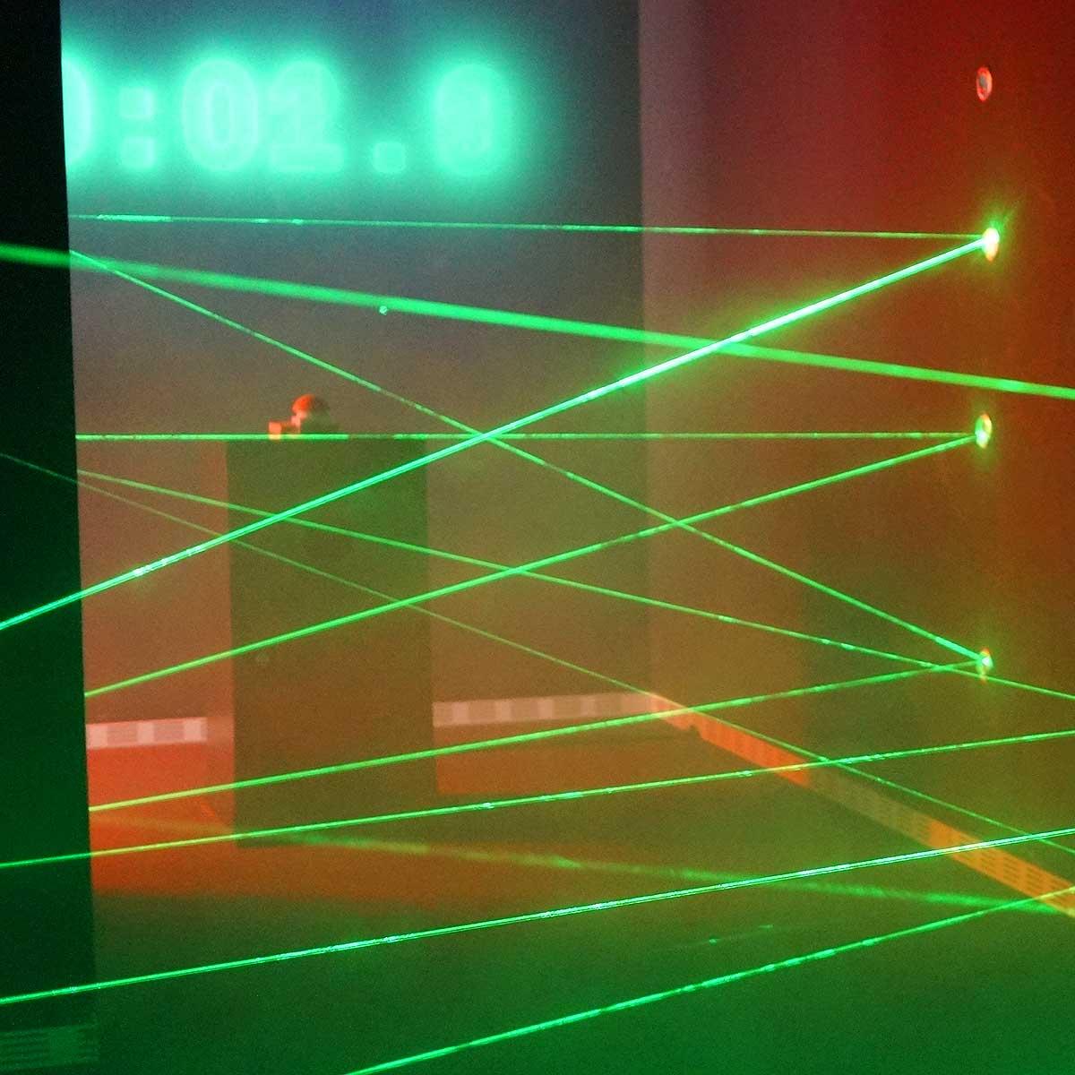Laserstrahlen behindern deinen Weg.
